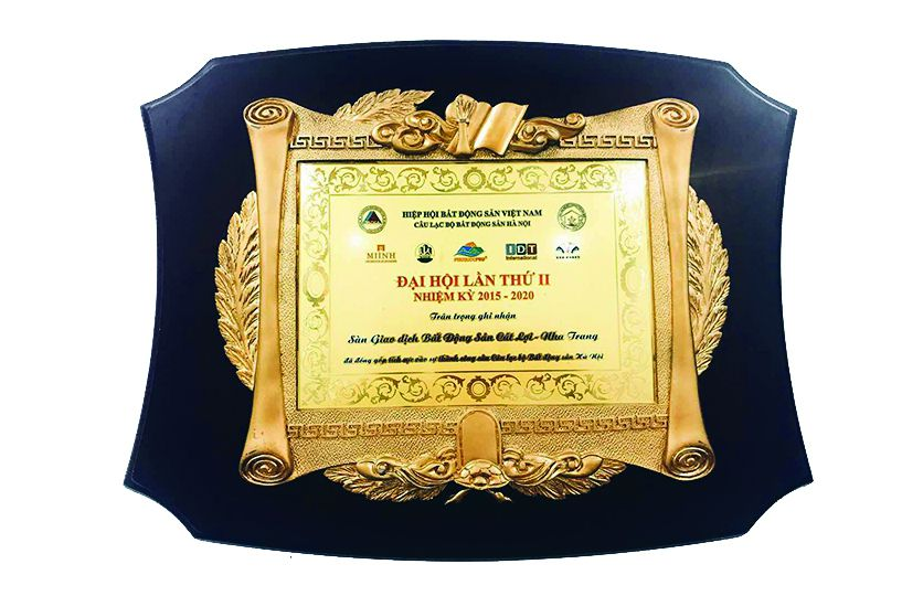 Khen tặng sàn BĐS Cát Lợi đóng góp tích cực thành công CLB BĐS Hà Nội